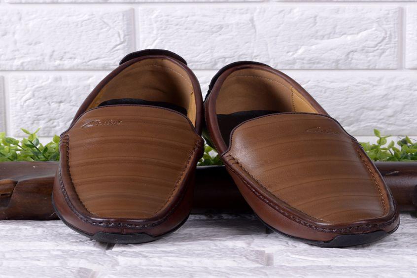 Mẹo phân biệt giày da bò thật và giày da bò giả chính xác nhất