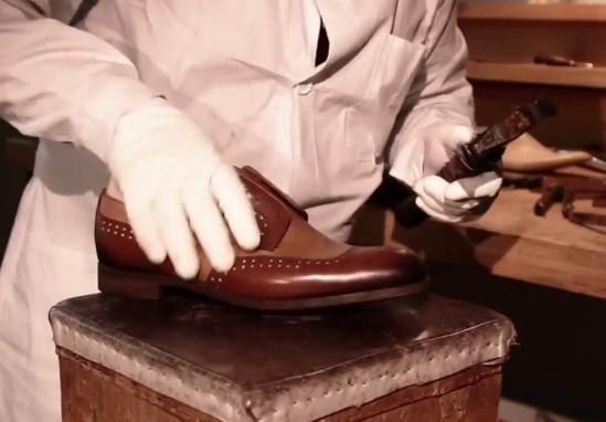 Gắn các bộ phận giày với nhau